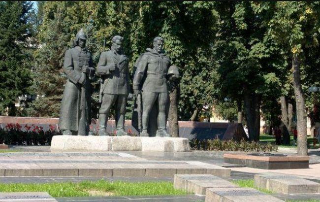 Неизвестные в Виннице осквернили Мемориальный комплекс Славы