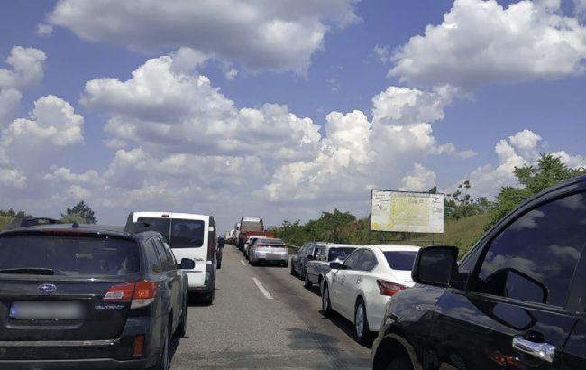 На выезде из Одессы образовалась большая пробка