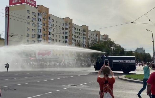 В Бресте против митингующих применили водомет