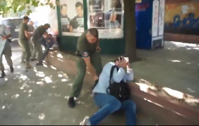 Зіткнення між охоронцями і журналістами в Одесі: з'явилися відео