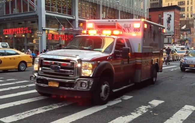 Скорая помощь в Нью-Йорке / Кадр из видео (youtube.com/Олег Смолдарев)