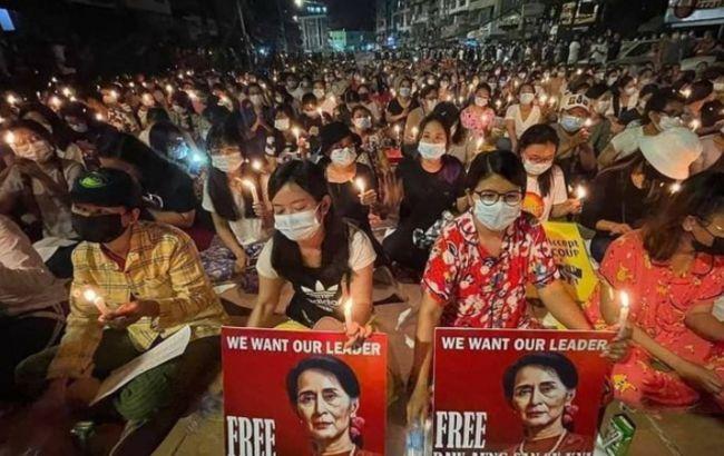 На протестах в Мьянме за сутки погибли семь человек