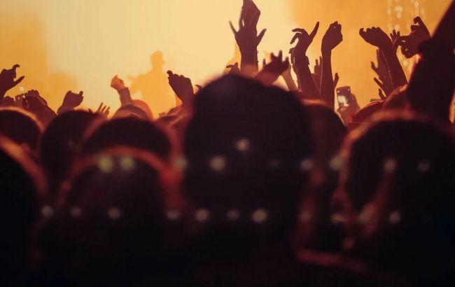 На 5 тысяч человек. В Британии состоится концерт без масок и дистанции