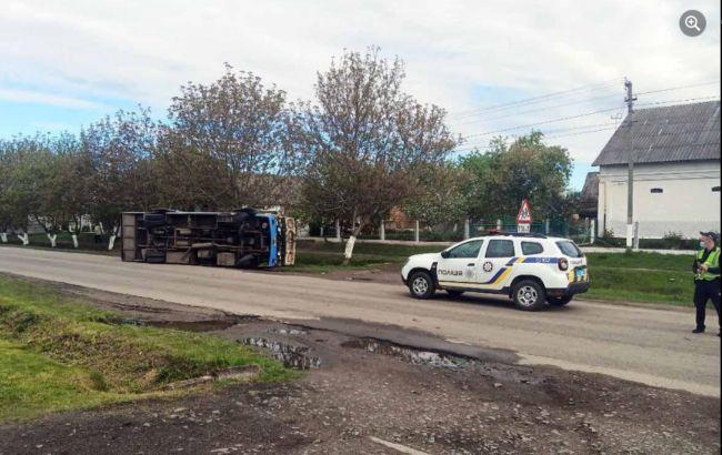 В Ровенской области перевернулся автобус с пассажирами: есть пострадавшие