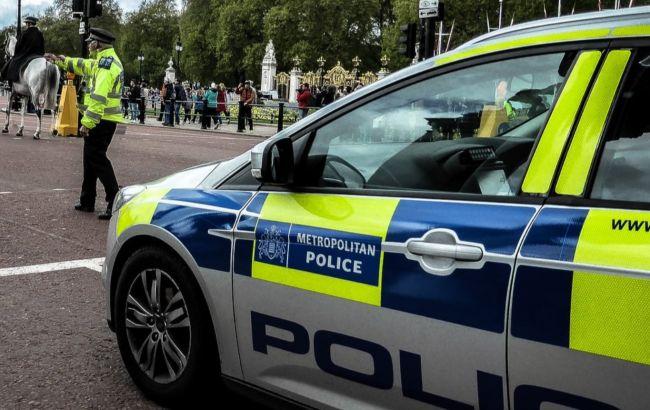 В Англии напали на главного врача страны