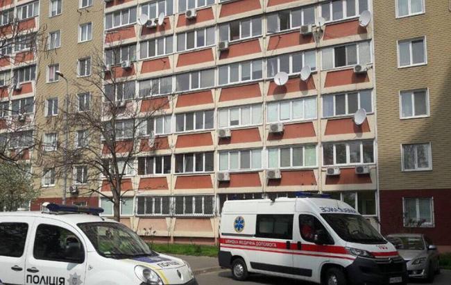 У Києві чоловік викинувся з балкона багатоповерхівки
