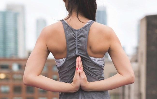 Долой сколиоз: МОЗ показало, как избавиться от болей в спине (видео)