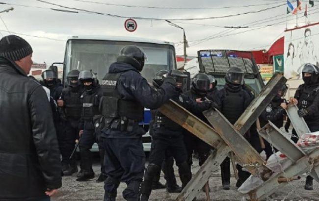 Зіткнення на ринку в Харкові завершилися масовими затриманнями