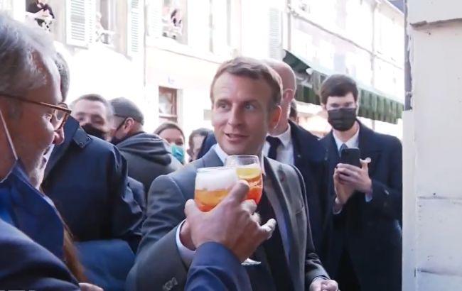 """Макрон відзначив послаблення карантину і випив за Україну під тост """"Будьмо!"""" (Відео)"""