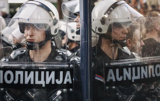 Протесты в Сербии переросли в столкновения с полицией, десятки раненых