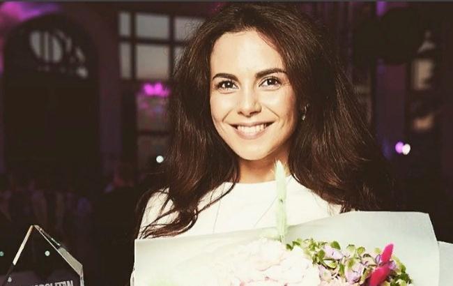 Настя Каменских выходит замуж: певица показала обручальное кольцо (фото)