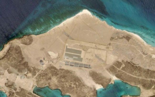 На ключевом маршруте поставок нефти нашли военную базу, - AP