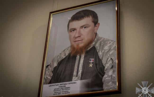 """У музеї вивісили портрети ватажків терористів """"ДНР"""""""