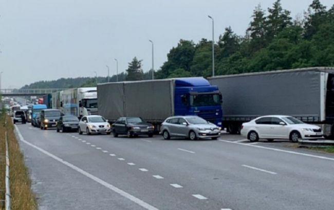 Під Києвом в ДТП з маршруткою загинули троє людей та 20 постраждали