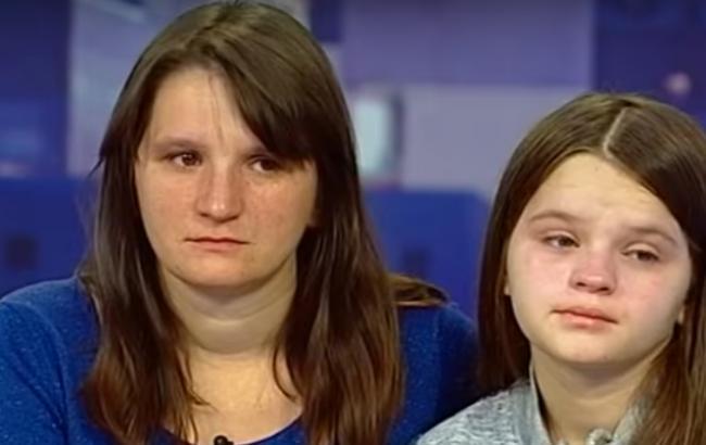 Мама-ребенок из Львова/Кадр из видео YouTube-канала Касается каждого