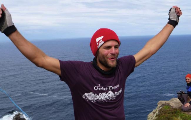 В пошуках екстриму: чоловік пройшов 180 метрів по канату над морем
