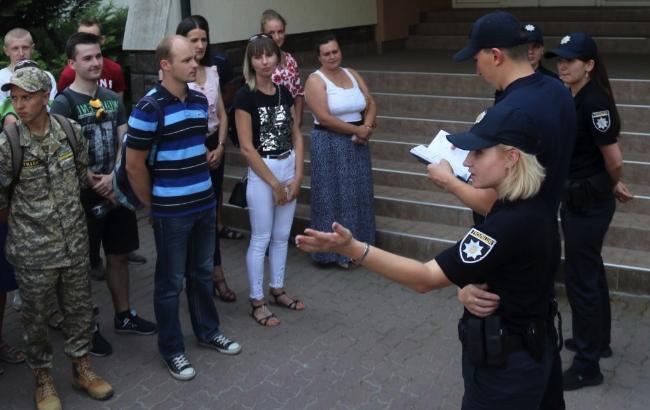 Фото: полиция Львова рассказала о своей работе интересующимся (032.ua)