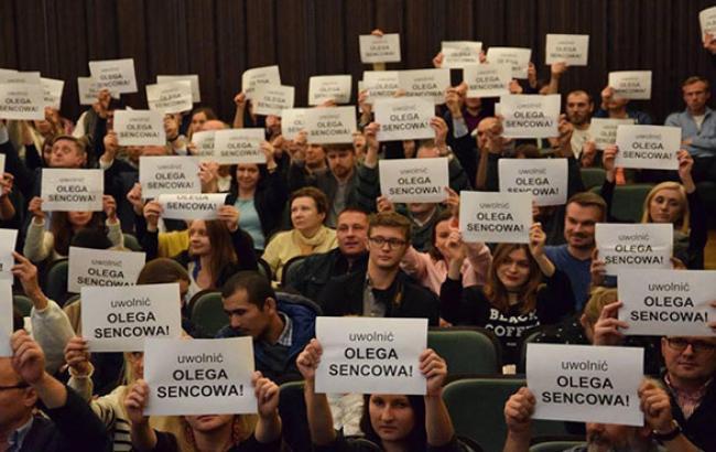 Фото: Акция на фестивале украинского кино (facebook.com)