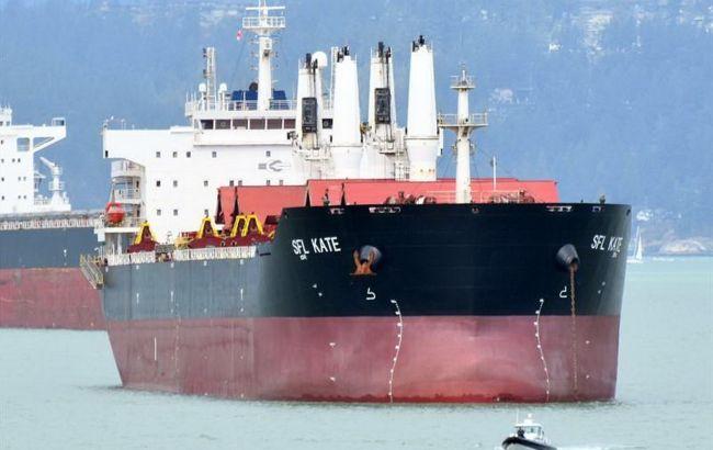 Возле Малайзии из-за COVID застрял корабль с украинцами. МИД добивается визита врача
