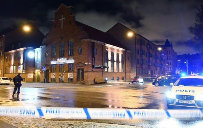Фото: вибуховий пристрій невідомі заклали в той час, коли клуб вже був закритий