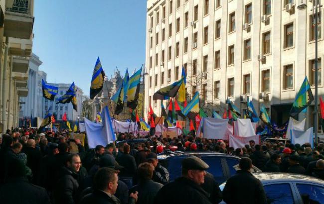 Шахтарі перед Адміністрацією Президента вимагають зустрічі з Порошенком