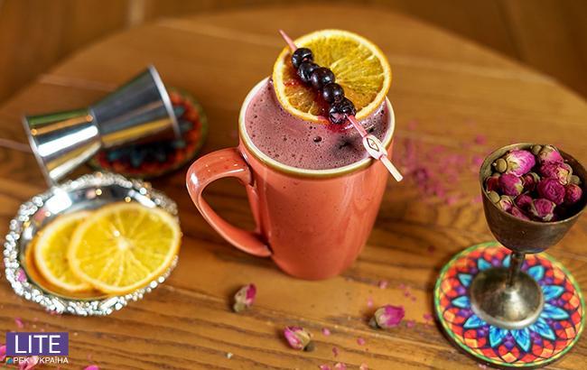 С перчинкой и розой: топ-3 лучших рецепта глинтвейна от барменов Киева