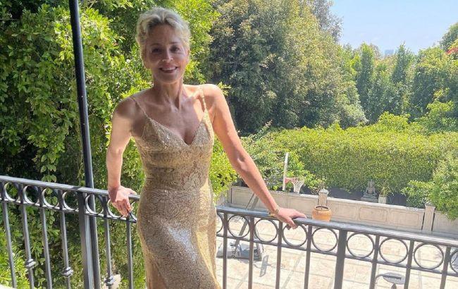 По-прежнему красотка: 63-летняя Шэрон Стоун в облегающем платье с хищным принтом взорвала сеть