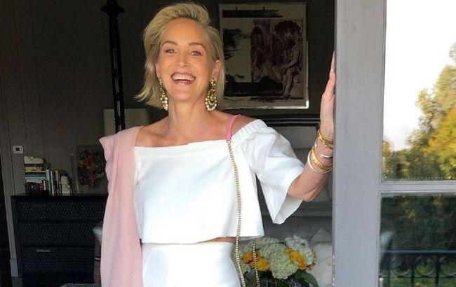 Время вспять: 63-летняя Шэрон Стоун в соблазнительном платье покорила сеть
