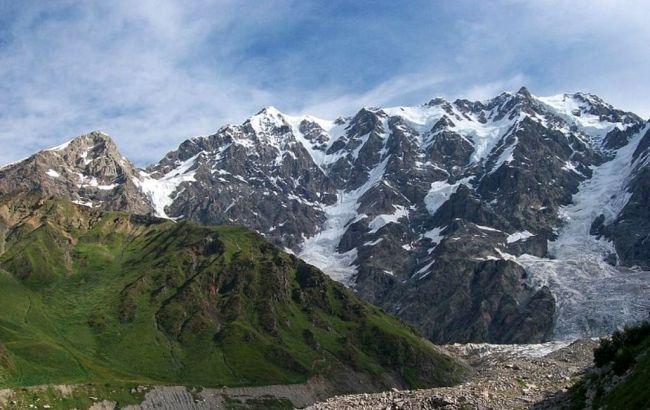 Фото: скалистые горы в Грузии