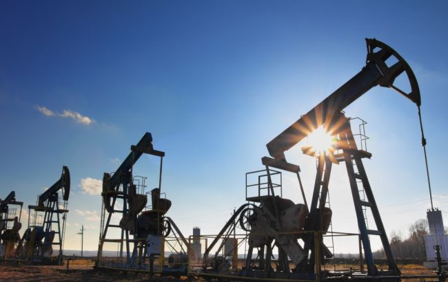 Фото: нефть продолжает дешеветь