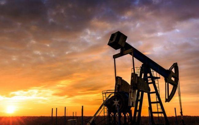 Нафта Brent торгується вище 49 доларів за барель