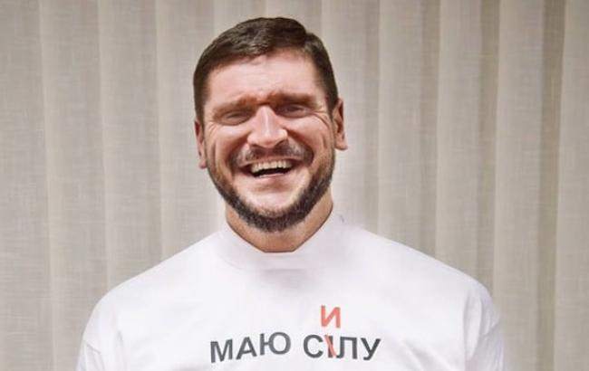 """Фото: Олексій Савченко в """"роботі над помилками"""" (youtube.com)"""
