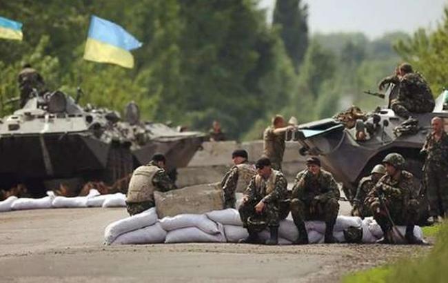У Троїцькому в результаті обстрілу бойовиків поранений боєць ЗСУ