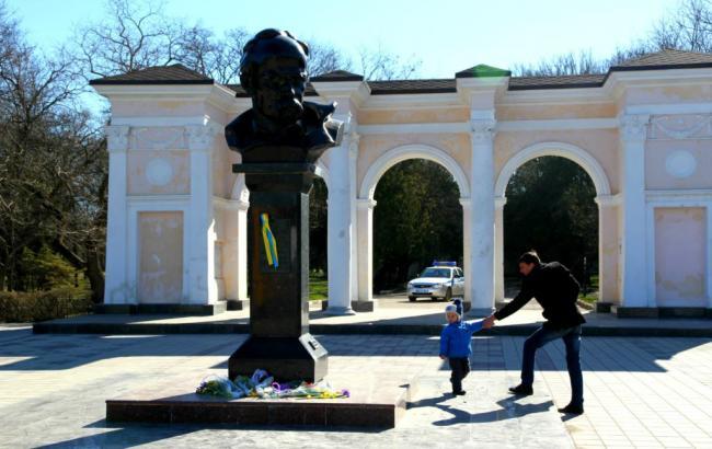 Фото: пам'ятник Тарасу Шевченку в Сімферополі