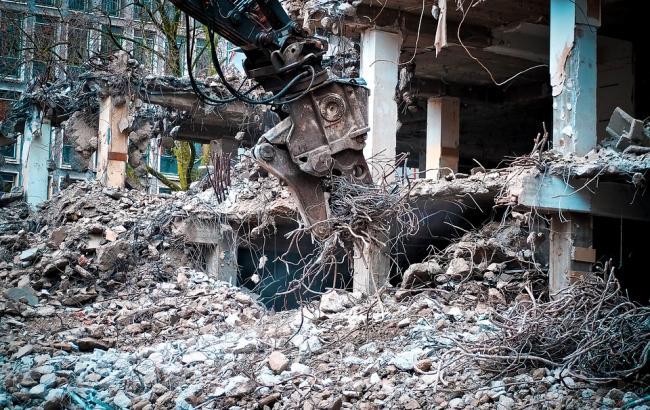 Киянин перетворив квартиру на звалище, з якого його мати не могла вибратися 8 років