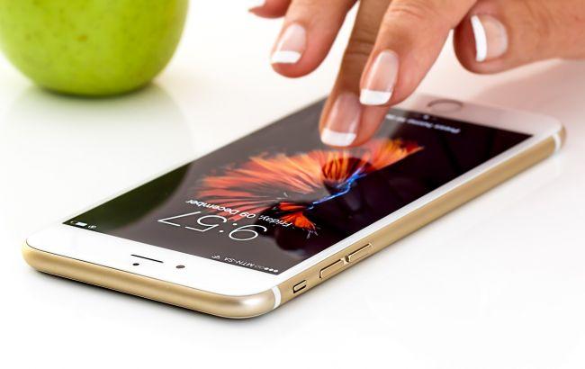 Смартфони занадто небезпечні для жінок: експерт розповів, чому