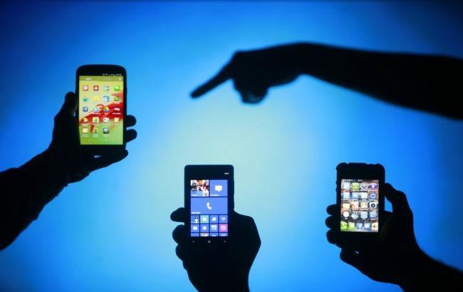 Фото: поставки смартфонов в мире растут