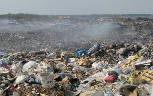 Фото: ДСНС вдалося загасити пожежу на сміттєзвалищі під Тернополем