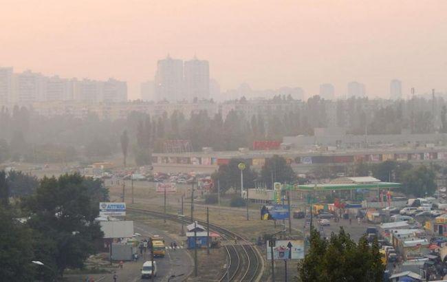 Фото: смог у Києві викликаний спекою і відсутністю вітру