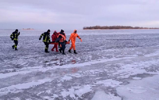 Двое молодых людей провалились под лед вЧеркассах, один изних умер,— ГСЧС