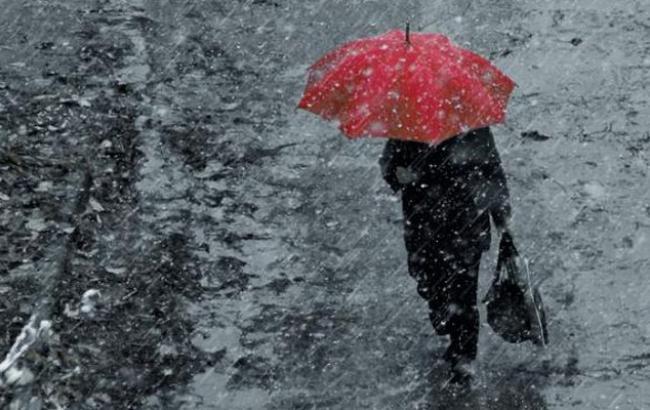 Фото: поліція попереджає водіїв про сильні дощі