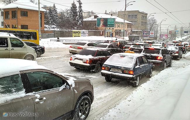 Непогода в Киеве: движение в центре столицы парализовали пробки