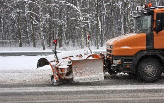 Фото: Уборка снега (Autocentre.ua)
