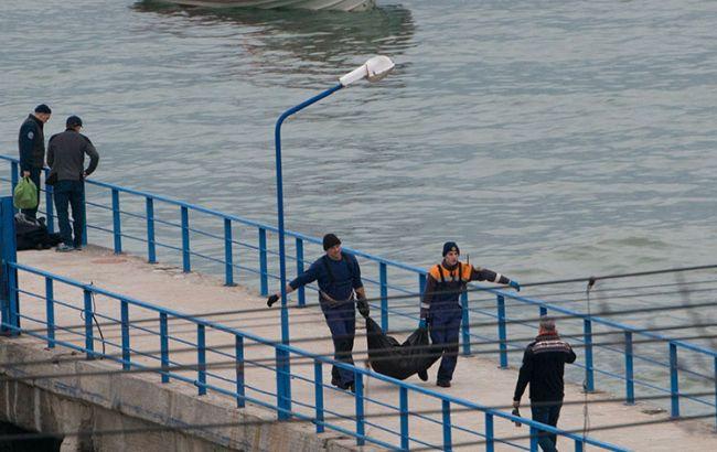Катастрофа російського Ту-154: з води підняли останки командира та ще близько 80 осіб