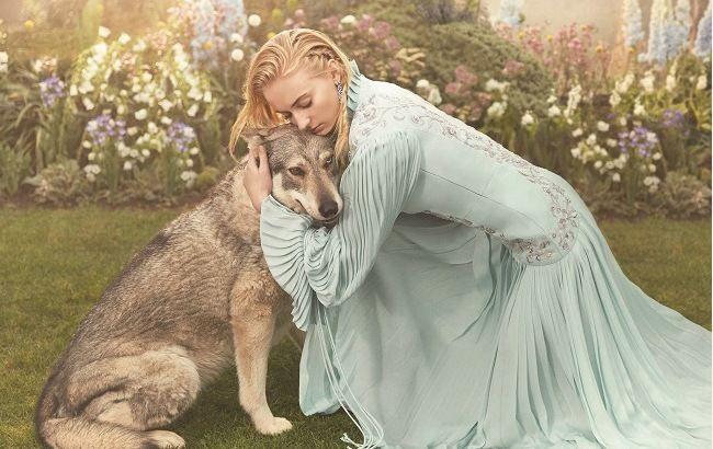 """Звезда """"Игры престолов"""" снялась в атмосферной фотосессии и рассказала о предстоящей свадьбе"""