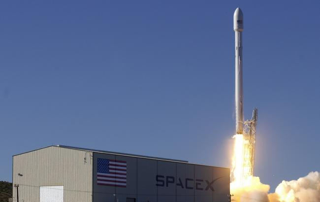 Фото: ракета-носій Falcon 9 компанії SpaceX