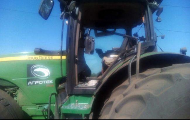 Фото: трактор заехал на мину (пресс-служба НПУ)