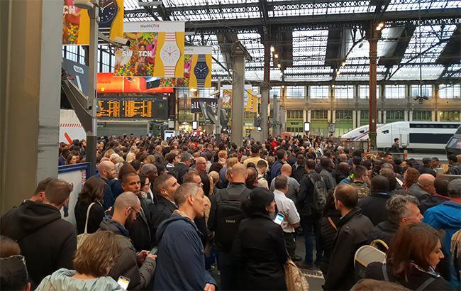 Фото: протесты во Франции (twitter.com/ThibaultFline)