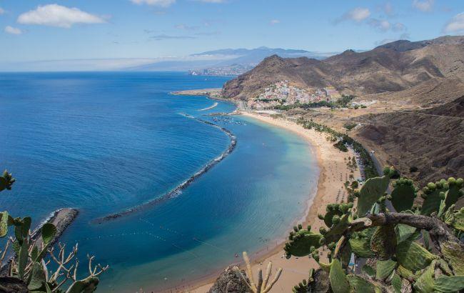 Жесткие меры: популярный курорт закрывается для туристов из-за всплеска COVID-19