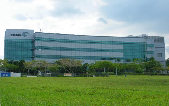 Один з найбільших виробників жорстких дисків закрив свій завод в Китаї і звільнив усіх співробітників